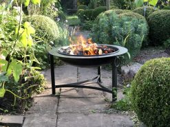 Saturn Firepit Lit in garden Lifestyle - Firepits UK - WEB - Lo Res